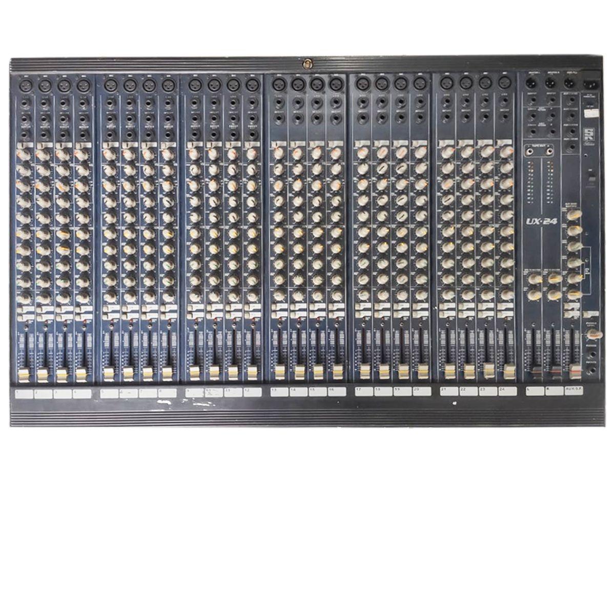 Mesa de Som Analógica Staner UX-24 Usada